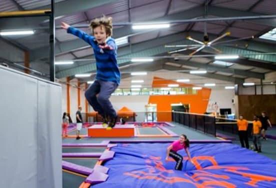une_anniversaire trampoline3_flyacademie